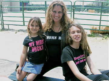 Stacy Robin and her daughters